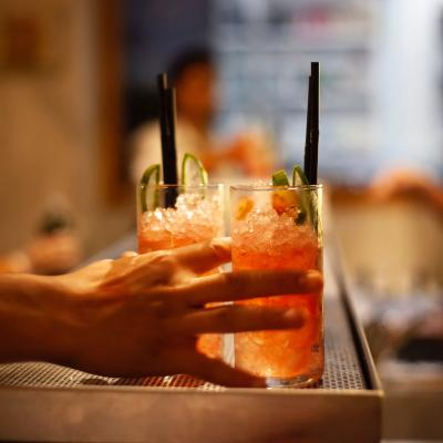 Fifty-fifty: new cocktail bar in the hood!