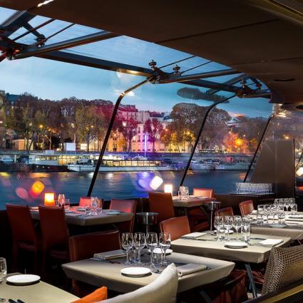 Un dîner croisière sur la Seine